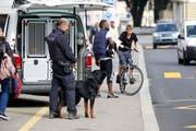 Ein Polizist mit seinem Diensthund. (Bild: Rudolf Hirtl)