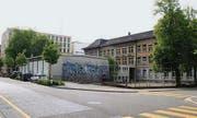 Die heutige Situation hinter dem Schulhaus St. Leonhard an der Davidstrasse. Die alte Turnhalle wird durch einen Neubau ersetzt. (Bild: Simone Buff)