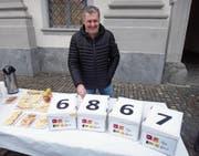 Christoph Thurnherr ist seit Februar 2015 Kantonsrat. Das Foto zeigt ihn bei der Einreichung der Unterschriften der Familien-Initiative. (Bild: PD)