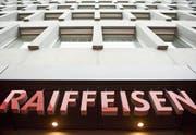 Nach einem Gewinneinbruch im ersten Semester 2016 ist Raiffeisen 2017 in allen Ertragspositionen gewachsen. (Bild: Ennio Leanza/Keystone)