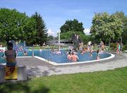 Das Strandbad Bruggerhorn ist idyllisch gelegen und bietet bis zu 4000 Personen Platz. (Bild: pd)