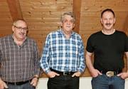Neumitglied (v. l.) Roland Mattle mit Präsident Matthis Schneider und Stefan Kopp, der wieder mitmachen wird. (Bild: pd)
