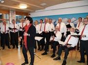 Unter der Leitung von Margret Herzog begrüsste der Männerchor Wattwil das neue Jahr singend. (Bild: PD)