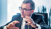 SGKB-Chef Roland Ledergerber verkündet einen Anstieg des Gewinns und auch ein markantes Plus bei den verwalteten Vermögen. (Bild: Michel Canonica)