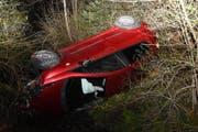 Die Fahrerin der Autos ist leicht verletzt worden. (Bild: Kapo SG)