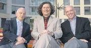 Hans Bütikofer, Stiftungsratspräsident; Ulrich Müller-Knapp und Robert Fisch, neuer und abtretender Chefarzt. (Bild: zVg)