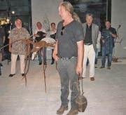 Silvan Köppel zeigte sich sichtlich erfreut über die grosse Besucherzahl und das Interesse an seiner Kunst. (Bild: Andrea Eugster-Benz)