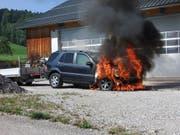 In Dietschwil ist ein Auto in Brand geraten. (Bild: kapo sg)