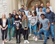 Schülerinnen und Schüler, welche eine Vorlehre absolvieren, erhielten von Mitgliedern der JCI Kammer Toggenburg relevante Tipps für kommende Bewerbungs- oder Vorstellungsgespräche. (Bild: PD)