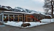 Der Pavillon mit Schulzimmern in Wildhaus wird durch einen Neubau ersetzt. Während der Bauzeit, die im Spätfrühling beginnt, wird das Gebäude umplatziert und weiterhin benutzt. (Bild: Sabine Schmid)