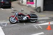 Der Motorradfahrer verletzte sich beim Sturz. (Bild: Stapo SG)