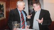 Der zurückgetretene Präsident des Ortsbürgerrates, Hannes Specht (links), und sein Nachfolger Hans Fässler.