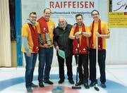 Das Siegerteam Willemstad-Curaçao mit Thomas Bigger, Michael Strickler, Simon Anderhalden und Stefan Strickler (von links.) In der Mitte Turnierleiter Stefan Litscher. (Bild: PD)