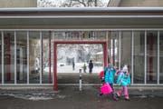 Der Stadtrat hält an der Schliessung des Schulhauses Tschudiwies fest. (Bild: Benjamin Manser)
