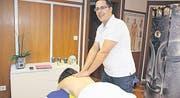 Ein Blick in die Massagepraxis von Paulo Santos in Altstätten. (Bild: mia)