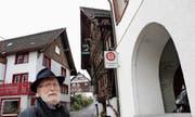 Zu den vielen historischen Häusern, die Werner Bänziger erneuert hat, gehören das «Büdeli» (rechts) beim Rathaus und das Torggelhaus (im Hintergrund). (Bilder: Gert Bruderer)