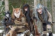 Den Überlieferungen zufolge steigen in den Raunächten die geheimnisvollen Perchtawiiber aus den Wäldern ins Tal herab. (Bild: Andreas Walter)