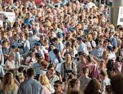 Vor den Eingängen drängten sich die Massen. (Bild: Urs Bucher)