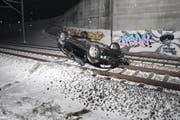 Beim Unfall verletzte sich der Fahrer leicht. (Bild: Kapo SG)