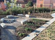 Der im Sommer erstellte Naschgarten mit Sitzplatz beim Kindergarten Bergstrasse wird im März 2018 offiziell eröffnet. (Bild: PD)