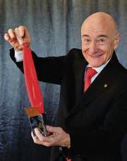 Rico Leitner zeigt eines der magischen Kunststücke, wie sie zu Beckerellis Inventar gehörten. (Bild: Urs Bucher)