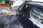 Mit der Heckschaufel rammte der Schneepflug einen Personenwagen. (Bild: Kapo AR)
