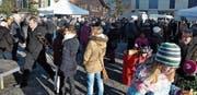 Der Neujahrsapéro auf dem Raiffeisenplatz ist ein geschätzter Treffpunkt für die Bevölkerung von Uzwil und Oberuzwil. (Bilder: Kathrin Meier-Gross)