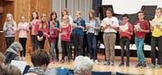 Die 14 jungen Sängerinnen und Sängern singen für ihre Gäste zahlreiche Lieder zu den vier Jahreszeiten. (Bild: PD)