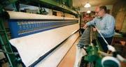 Für Bruno Hollenstein in Wiezikon bei Sirnach ist die Handstickerei nur noch Hobby. (Bilder: Reto Martin)