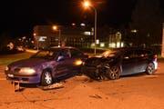 Der Unfall forderte zwei Leichtverletzte. (Bild: Kapo SG)