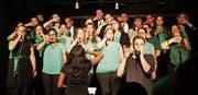 Der Chor und Michael Schmid: So geht Lollipop a cappella. (Bild: Bettina Bellmont)