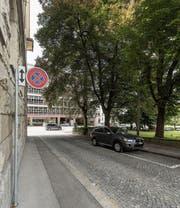 Bald könnte eine Passerelle vom Parkhaus UG 25 bis zur Kirche St. Mangen entstehen. (Bild: Hanspeter Schiess)