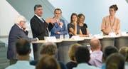 Erster öffentlicher Schlagabtausch der fünf Kandidierenden für die Stadtratsersatzwahl im Pfalzkeller (von links): Jürg Brunner (SVP), Boris Tschirky (CVP), FDP-Moderator Benedikt van Spyk, Sonja Lüthi (Grünliberale), Ingrid Jacober (Grüne) und Andri Bösch (Juso). (Bild: Urs Bucher)