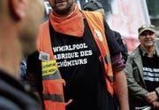 Demonstration von Whirlpool-Angestellten vor dem Hauptsitz in La Défense bei Paris. (Bild: Benoît Tessier/RTR, (Paris, 8. April 2017))