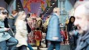 Die Konsumentenstimmung war dieses Jahr überdurchschnittlich gut – die Schweizer Wirtschaft wächst aber langsam. (Bild: Marcel Bieri/Keystone)