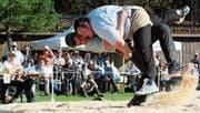 Im Schlussgang des Hochwacht-Schwingfestes in Sirnach siegte Samuel Giger gegen Domenic Schneider. (Bild: PD)