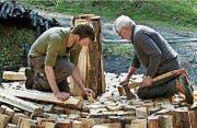Im Film «Köhlernächte» wird das alte Handwerk des Köhlers von Anbeginn an gezeigt. Drehort ist im Entlebuch. (Bilder: PD)