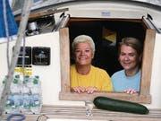 Kochen auf dem Schiff: Beatrix Schwarz und Caroline Häfner. (Bilder: dbu)