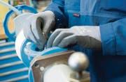 Die Fertigung von Armaturen und Hydranten ist Präzisionsarbeit. Hawle hat neue Produktions- und Arbeitsabläufe eingeführt. (Bilder: Jakob Ineichen)