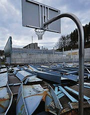 Eingestürzte Turnhalle im Riethüsli. (Bild: Ralph Ribi)