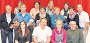 Das Laientheater Wolfhalden unter der Regie von Roger Kugler (rechts aussen) begann mit den Proben. (Bild: ck)