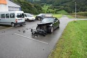 Ein 19-Jähriger wurde beim Unfall leicht verletzt. (Bild: Kapo SG)