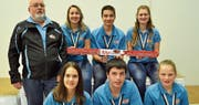 Hintere Reihe: Trainer Erhard Hüppi, Linda Riedener (2.); Yanick Abderhalden (3.); Nina Suter (1.). Vordere Reihe: Nina Kuratli (2.) Rafael Hickert (3.) sowie Anouk Fässler (1.); Kategorie Jugend (von links). (Bilder: Peter Jenni)