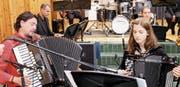 «Hören – aufnehmen – weitergeben»: Solist Goran Kovacevic und die Big Band Kanti Wattwil im hochkomplexen Wechselspiel. (Bild: Peter Küpfer)