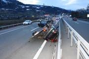 Beim Unfall entstand ein Sachschaden in der Höhe von rund 10000 Franken. (Bild: Kapo)