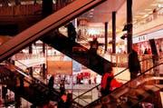 Der 45-Jährige soll 15 Einbrüche in Läden von Einkaufszentren in den Kantonen Bern, Freiburg, Zürich und St. Gallen begangen haben. (Archivbild) (Bild: EDDY RISCH (KEYSTONE))