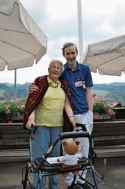 Der Kontakt mit den Bewohnern des Alters- und Pflegeheims gefällt Valentin Bleiker sehr gut. (Bild: Sabine Schmid)