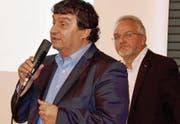 ZAB-Geschäftsleiter Claudio Bianculli informierte die Mitglieder des Hauseigentümerverbandes über das Angebot aus Bazenheid und darüber, dass die Entsorgung weiterhin mit Fahrzeugen der Brunner Umweltservice AG, Flawil, erfolgen werde. (Bild: Franz Wismer)