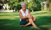 Erzählt Geschichten von ihrem Leben auf der Alp: Ute Lohmeyer im Stadtpark. (Bild: Urs Bucher)