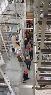 Aufzugschächte so weit das Auge reicht. Im Lift-Camp auf dem Habis-Gelände bildet AS Aufzüge ihre Monteure aus. (Bilder: Andrea Häusler)